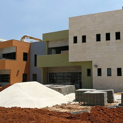תיעוד תהליך בניית הגנים והמבנה הקהילתי