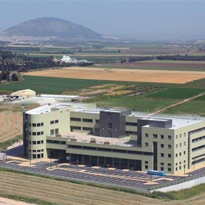 בניין לחברת ציוד רפואי בפאר תעשייה