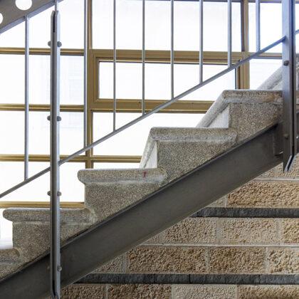 מדרגות במוזיאון נחום גוטמן: במשרד רוני זייברט אדריכלים | צילום: יואב פלד-peled studios