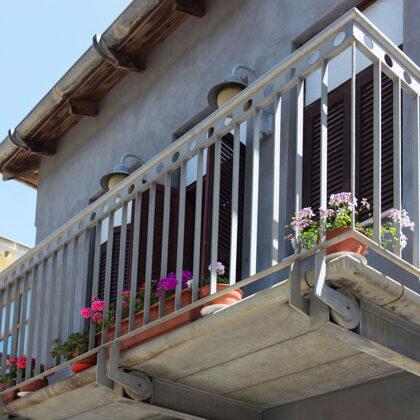 מרפסת במוזיאון נחום גוטמן: במשרד רוני זייברט אדריכלים | צילום: יואב פלד-peled studios